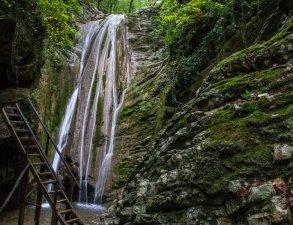 gebiusskie-vodopady-goryachij-klyuch