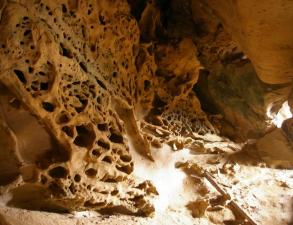 grot-krylo-angela-i-vodopady-reki-kutanka