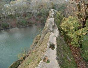 skala-zerkalo-i-vodopad-psechiako